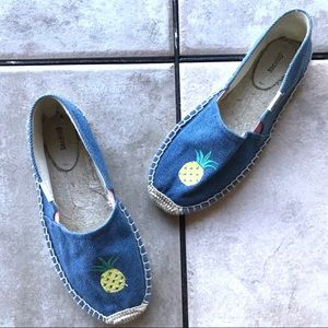 Soludos Espadrilles Chambray Pineapple Embroidered
